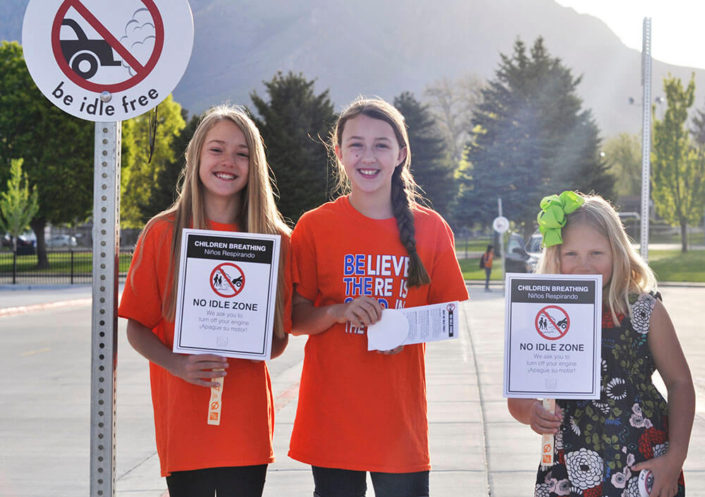 ridgecrest elementary students holding be idle free signs